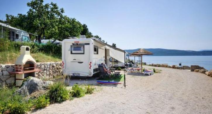 campingplatz camping jezevac kroatien primorsko. Black Bedroom Furniture Sets. Home Design Ideas