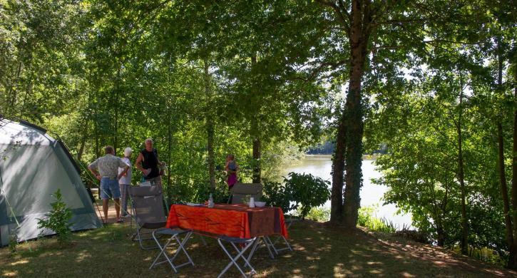 campingplatz les lacs de courtes frankreich midi pyr n es. Black Bedroom Furniture Sets. Home Design Ideas